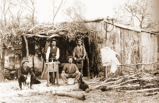 opal_cutters_camp_lightning_ridge_3_mile_c1910.jpg